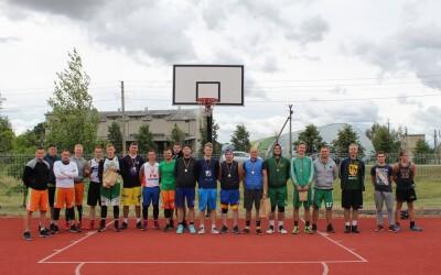 Valstybės dienai paminėti – krepšinio varžybos Juragių bendruomenės centre
